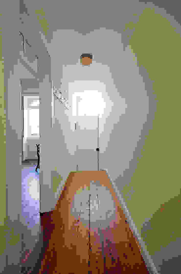 House with Patio Corredores, halls e escadas clássicos por Studio Dois Clássico