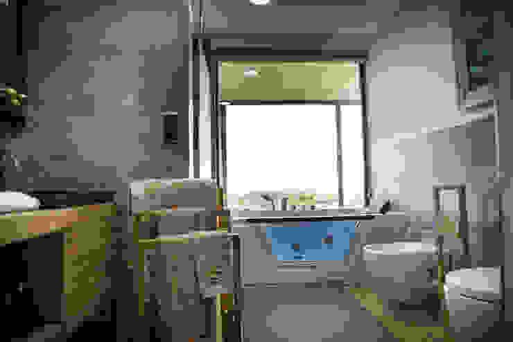 MODULAR HOME 現代浴室設計點子、靈感&圖片