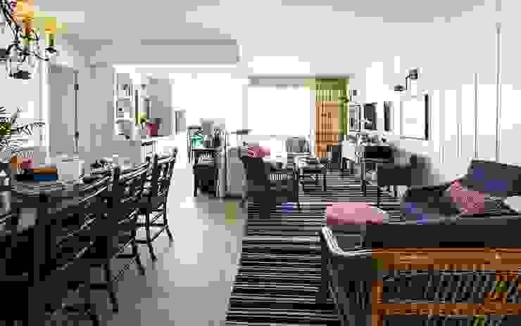 Flavia Guglielmi Arquitetura Mediterranean style living room