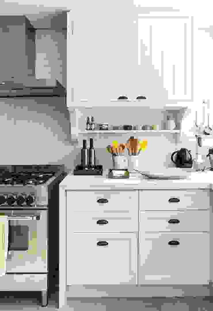 Flavia Guglielmi Arquitetura Mediterranean style kitchen