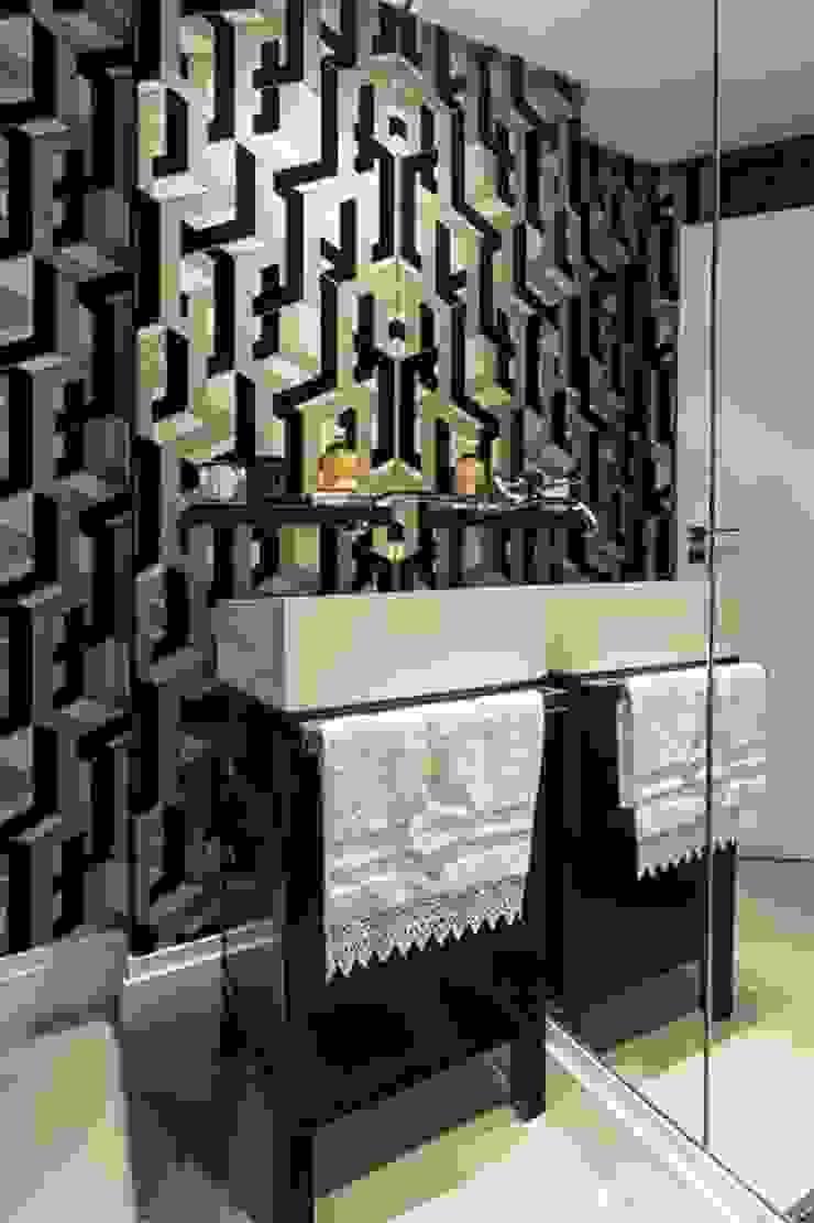Flavia Guglielmi Arquitetura Classic style bathroom