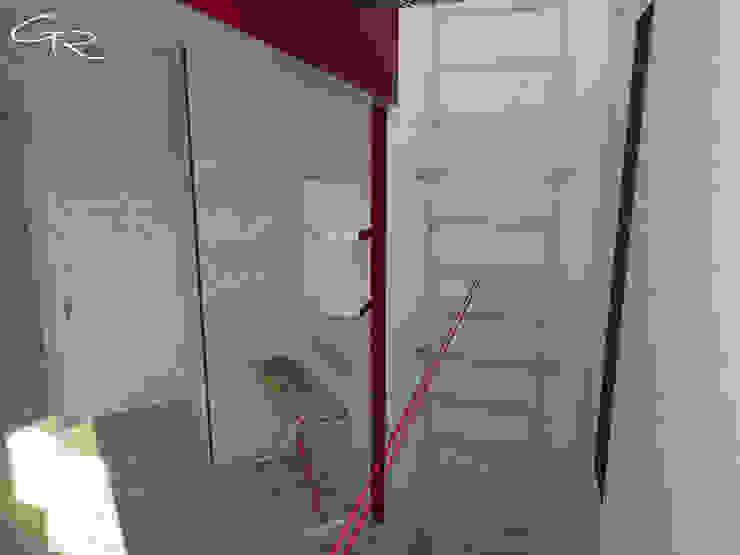 House Paraíso Pasillos, vestíbulos y escaleras modernos de GT-R Arquitectos Moderno