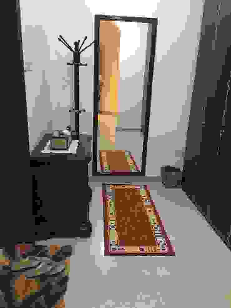 Villa Interiors Muscat Modern corridor, hallway & stairs by KamalKavitaInteriors Modern