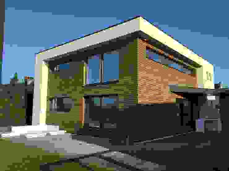 Façades SE et SO Maisons modernes par Bureau d'Architectes Desmedt Purnelle Moderne