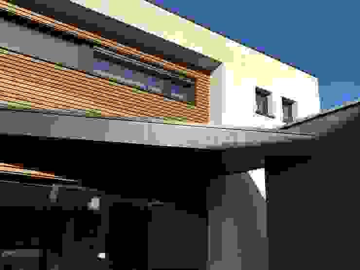 Moderne Häuser von Bureau d'Architectes Desmedt Purnelle Modern
