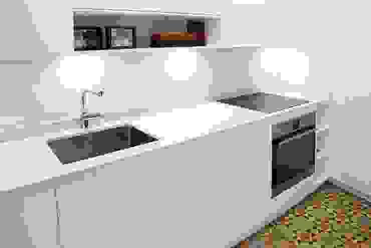 DIseño de Cocina con Isla en Madrid Línea 3 Cocinas Madrid Cocinas de estilo moderno Blanco