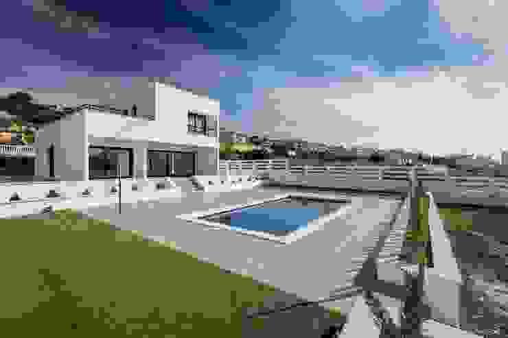 Zona de piscina y jardín. Urbalex Costa Blanca
