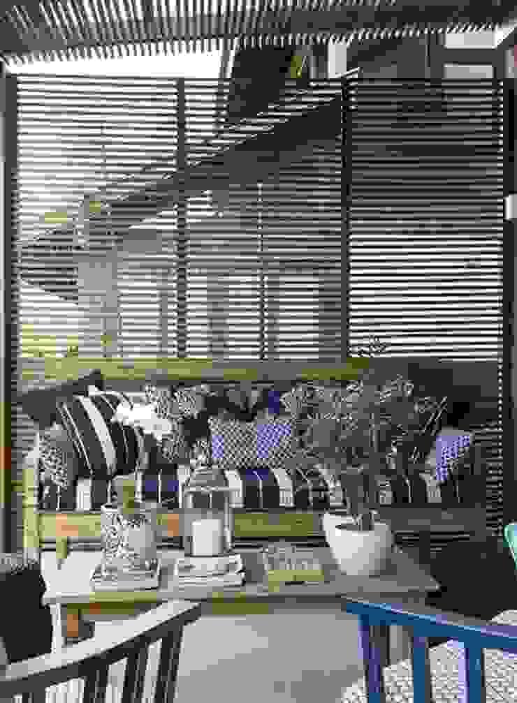 Flavia Guglielmi Arquitetura Ausgefallener Balkon, Veranda & Terrasse