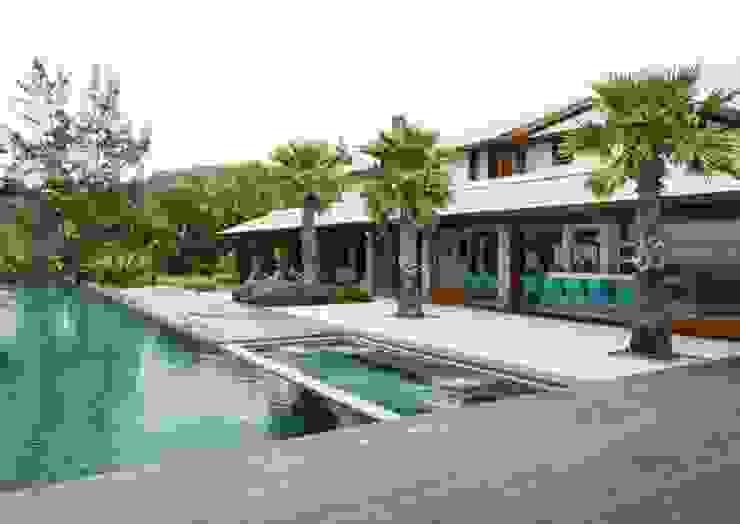 Flavia Guglielmi Arquitetura Modern pool