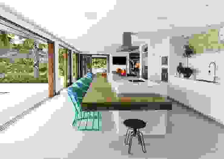 Flavia Guglielmi Arquitetura Modern style kitchen