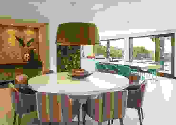Flavia Guglielmi Arquitetura Modern dining room