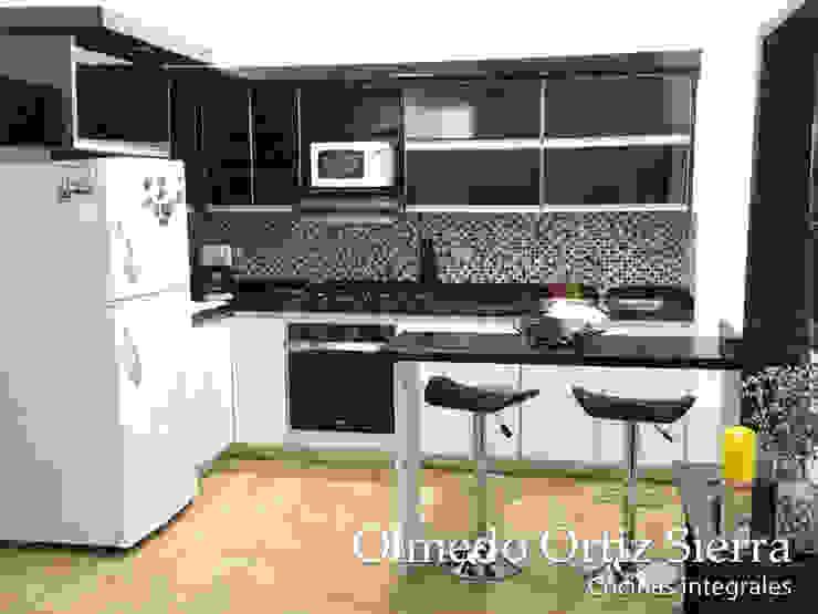 Cocina Integral en L Blanco y Negro Cocinas modernas de Cocinas Integrales Olmedo Ortiz Sierra Moderno