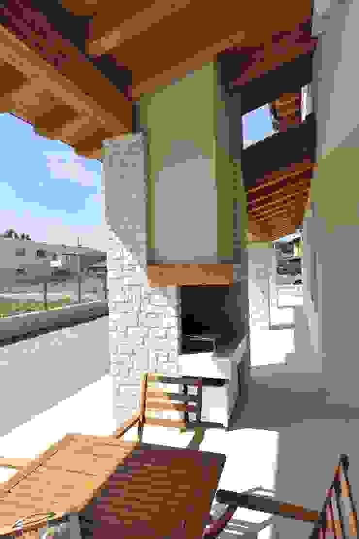 portico, caminetto, barbeque Balcone, Veranda & Terrazza in stile classico di Architetti Baggio Classico