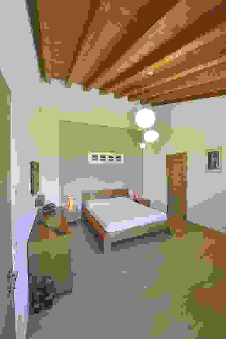camera matrimoniale Camera da letto in stile classico di Architetti Baggio Classico