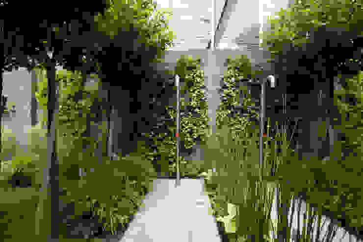 Jardines de estilo moderno de SDC-Milano Moderno