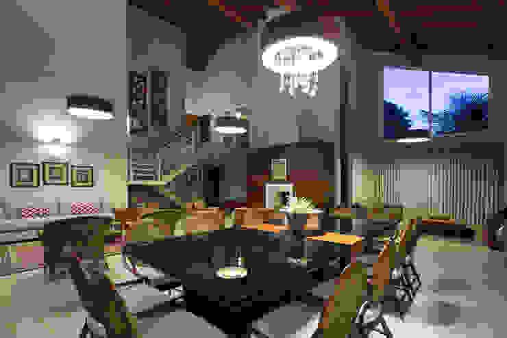 Salas de estilo tropical de Cabral Arquitetura Ltda. Tropical Madera Acabado en madera