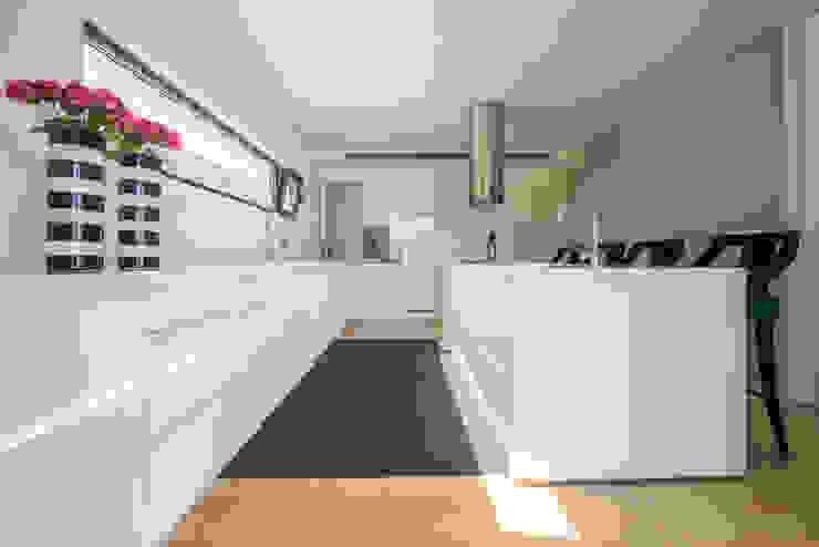 Moradia em Braga Cozinhas modernas por NOZ-MOSCADA INTERIORES Moderno
