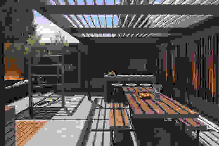 Espacio Quincho Balcones y terrazas modernos: Ideas, imágenes y decoración de TDC - Oficina de arquitectura Moderno