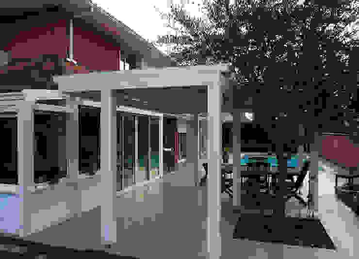 Maison contemporaine Balcon, Veranda & Terrasse modernes par Atelier JP Bouvee Moderne