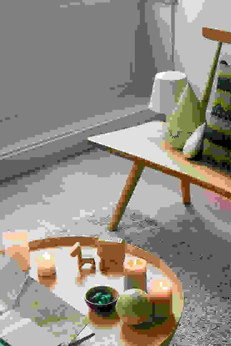 Modern living room by Tymeno Modern