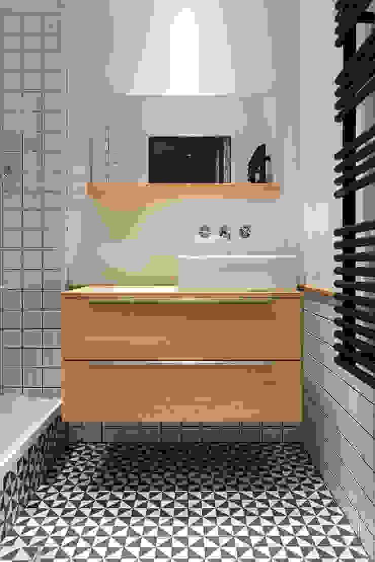 Modern bathroom by Tymeno Modern