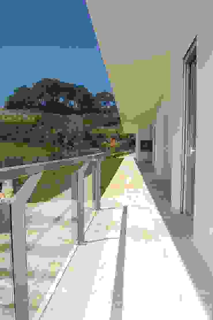 House at Alagoa, Ericeira Casas modernas por é ar quitectura Moderno Betão