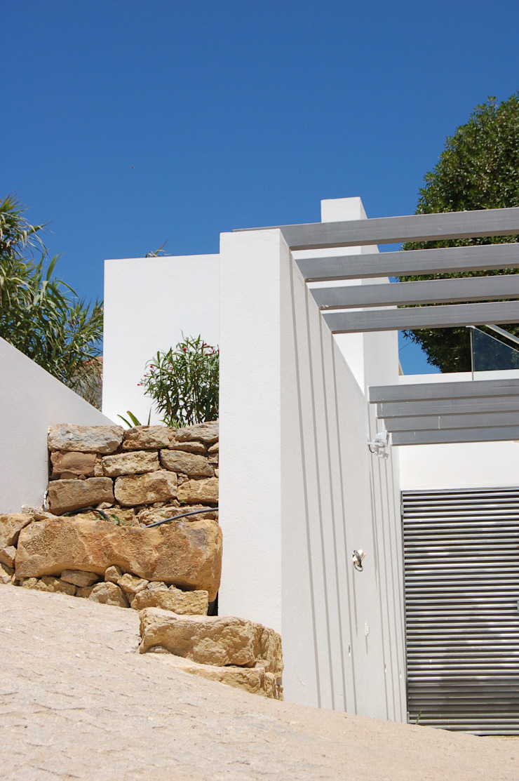 House at Alagoa, Ericeira Jardins modernos por é ar quitectura Moderno Metal