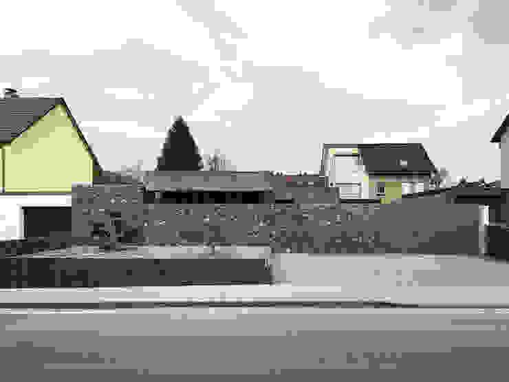 Garage/shed by ZHAC / Zweering Helmus Architektur+Consulting, Modern Concrete