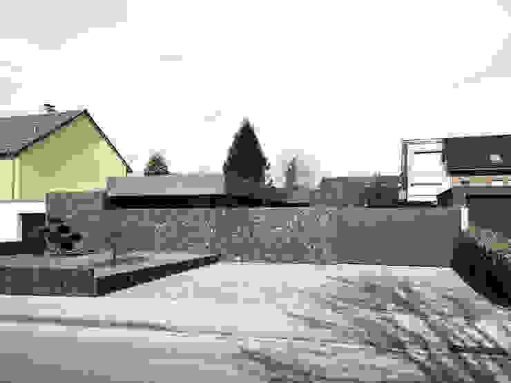 Straßenansicht Moderne Garagen & Schuppen von ZHAC / Zweering Helmus Architektur+Consulting Modern Beton