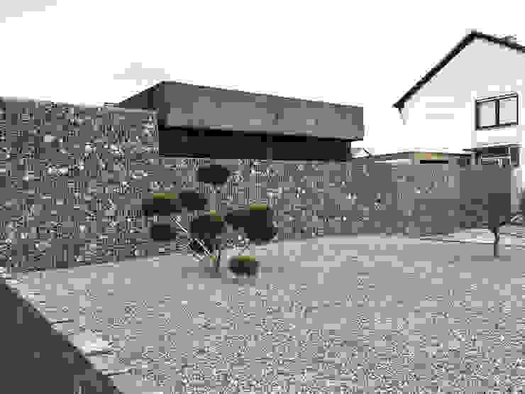 Garagens e edículas modernas por ZHAC / Zweering Helmus Architektur+Consulting Moderno Concreto
