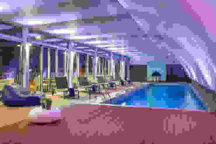 Piscina Interior Hotéis mediterrânicos por Pedro Brás - Fotógrafo de Interiores e Arquitectura | Hotelaria | Alojamento Local | Imobiliárias Mediterrânico