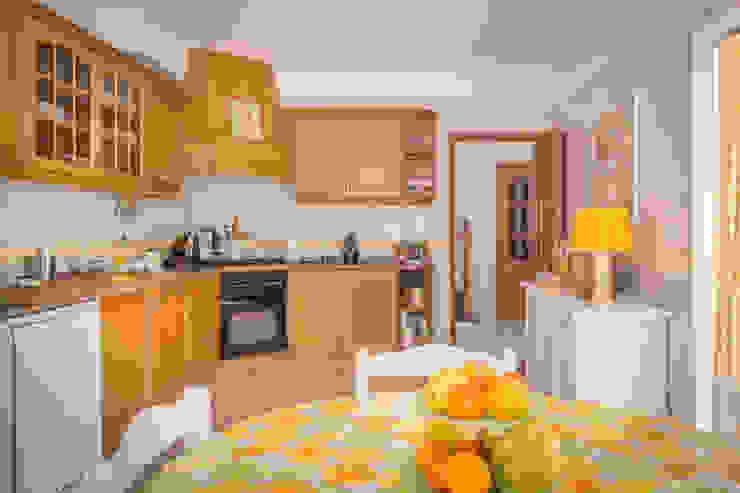 Mediterranean style kitchen by Pedro Brás - Fotógrafo de Interiores e Arquitectura | Hotelaria | Alojamento Local | Imobiliárias Mediterranean