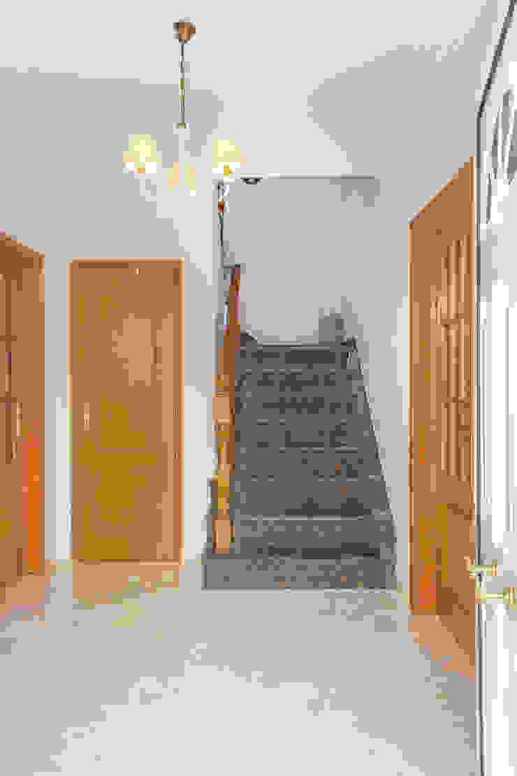 Entrada Corredores, halls e escadas mediterrânicos por Pedro Brás - Fotógrafo de Interiores e Arquitectura | Hotelaria | Alojamento Local | Imobiliárias Mediterrânico