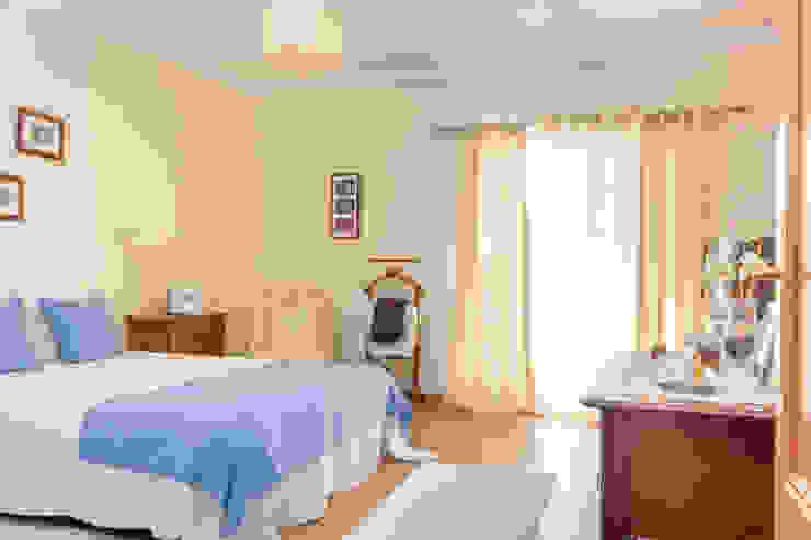 Mediterranean style bedroom by Pedro Brás - Fotógrafo de Interiores e Arquitectura | Hotelaria | Alojamento Local | Imobiliárias Mediterranean