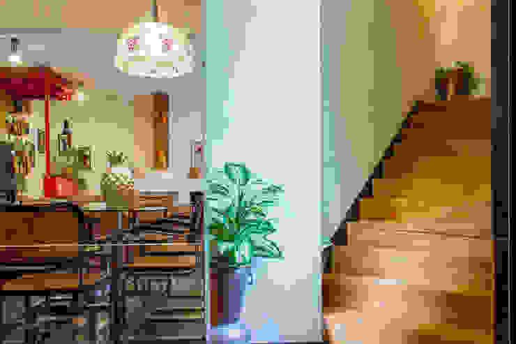 Mediterranean corridor, hallway & stairs by Pedro Brás - Fotógrafo de Interiores e Arquitectura | Hotelaria | Alojamento Local | Imobiliárias Mediterranean