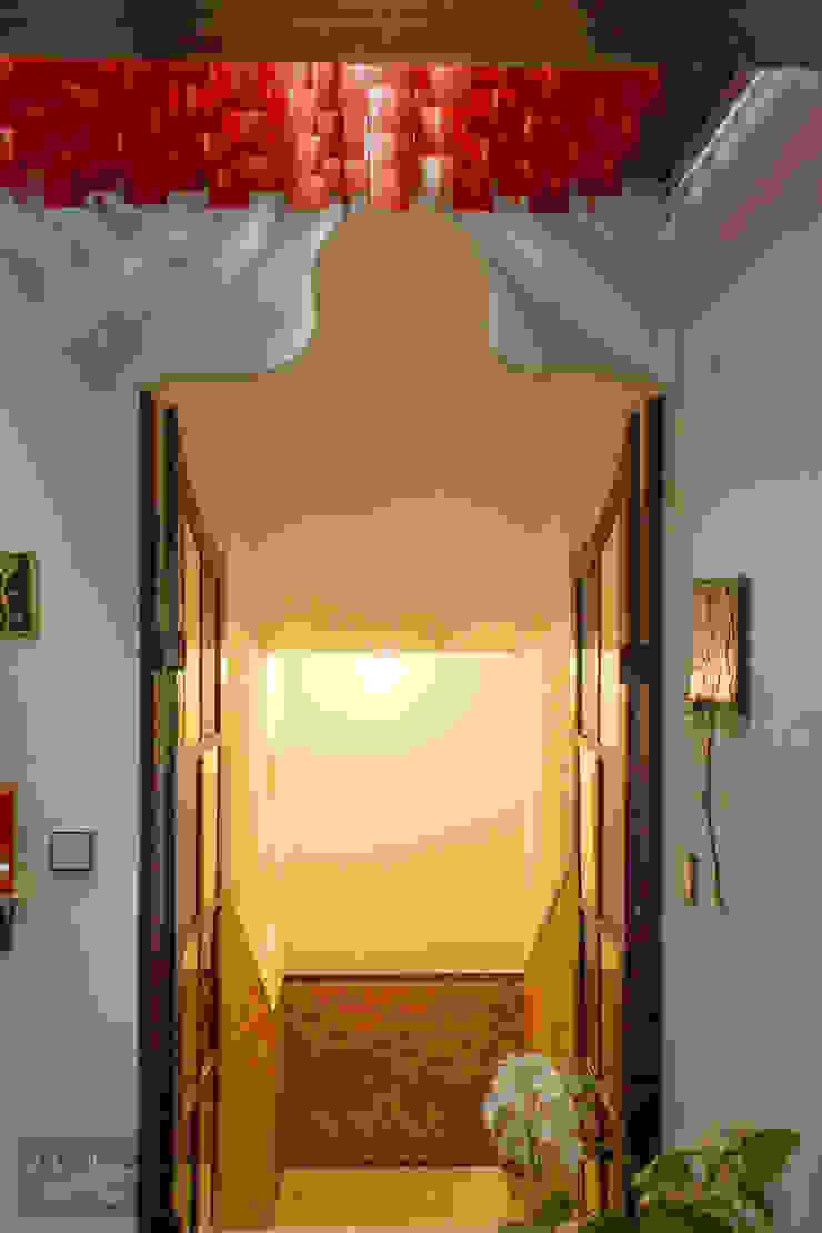 Mediterranean corridor, hallway & stairs by Pedro Brás - Fotógrafo de Interiores e Arquitectura   Hotelaria   Alojamento Local   Imobiliárias Mediterranean