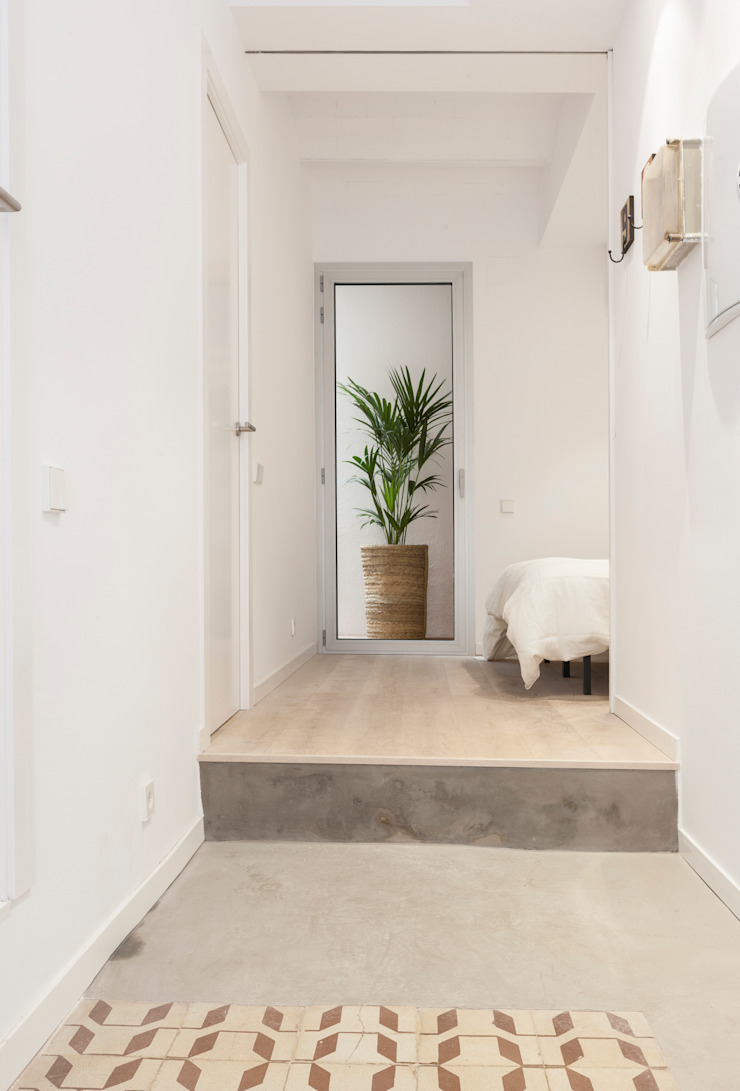 Couloir, entrée, escaliers modernes par OAK 2000 Moderne