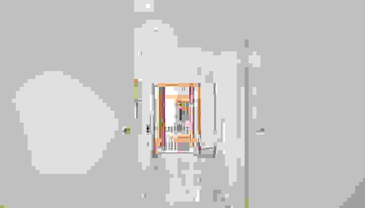 OAK 2000 Corredores, halls e escadas modernos