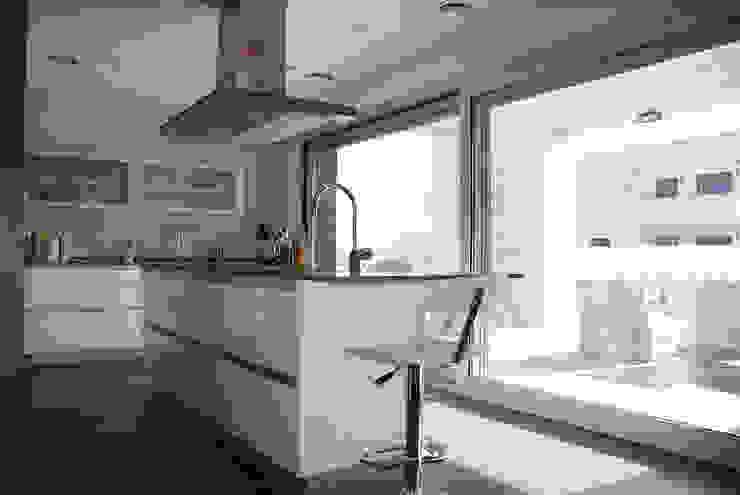 Casa R Cocinas de estilo clásico de DDV Arquitectura Clásico