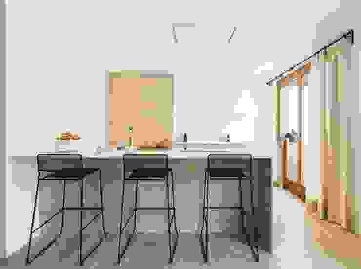 Diseño vintage para una casa de pueblo en Mallorca Cocinas de estilo moderno de Bornelo Interior Design Moderno
