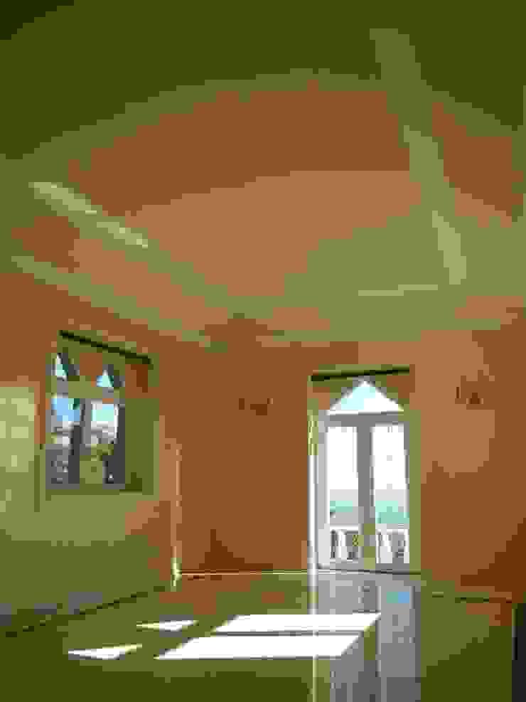 Remodelação / Renovação de Interiores Salas de estar mediterrânicas por RenoBuild Algarve Mediterrânico