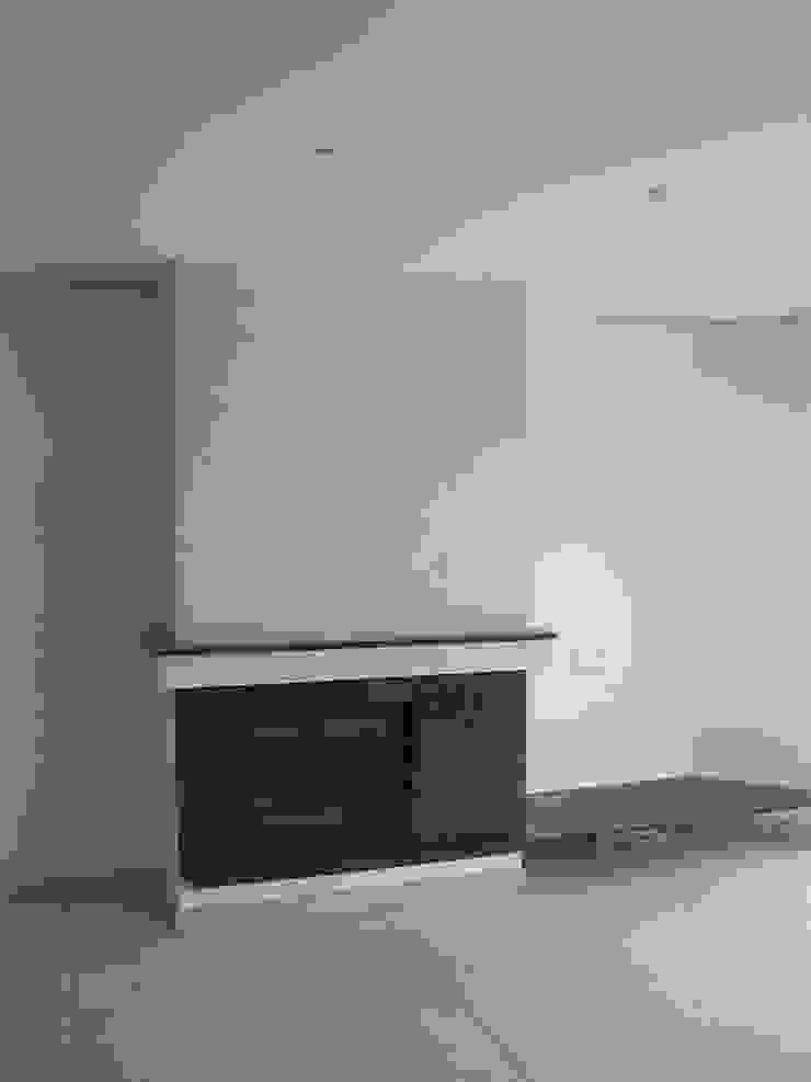 Remodelação / Renovação de Interiores Salas de estar modernas por RenoBuild Algarve Moderno