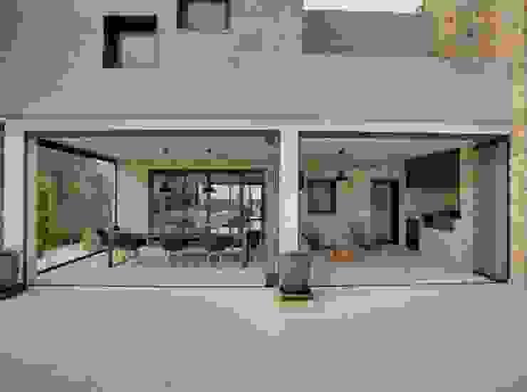 Villa en Sa Cabaneta Casas de estilo moderno de Bornelo Interior Design Moderno