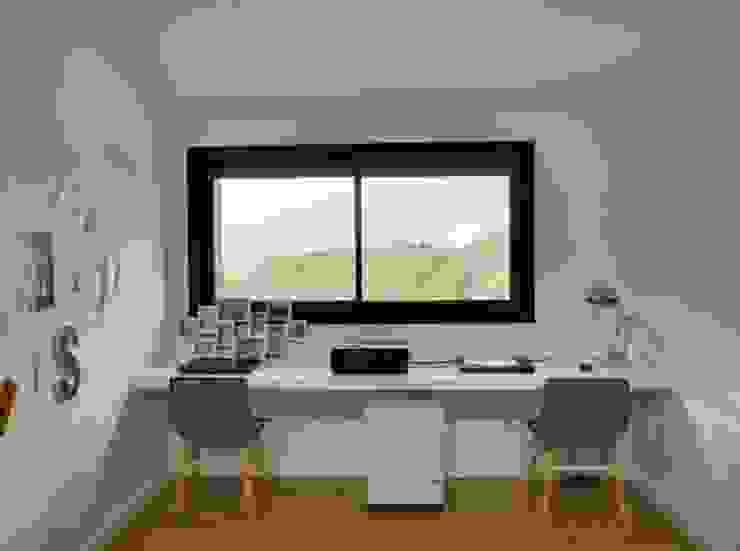 Villa en Sa Cabaneta Estudios y despachos de estilo moderno de Bornelo Interior Design Moderno