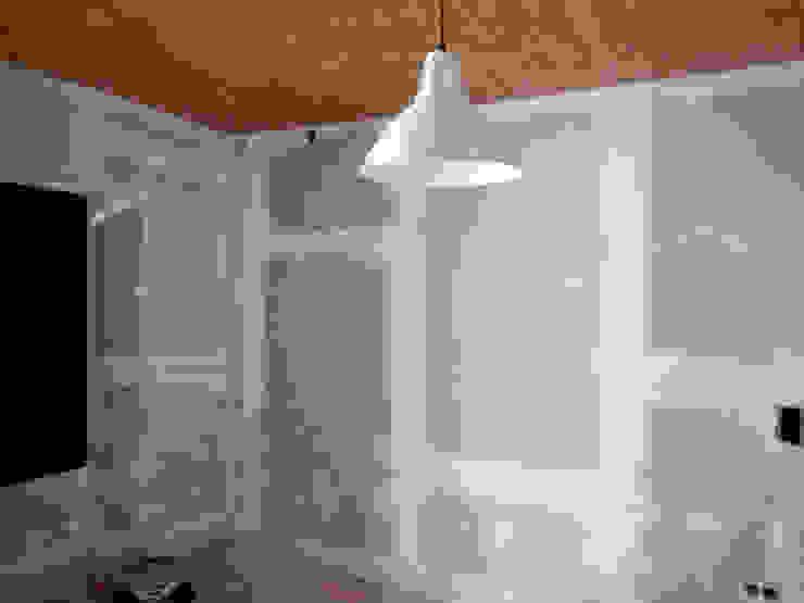 Remodelação / Renovação de Interiores Salas de estar rústicas por RenoBuild Algarve Rústico