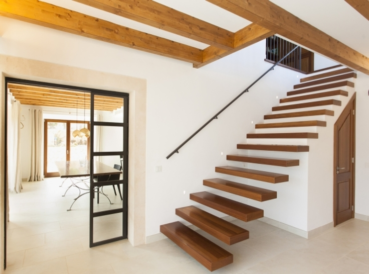 Corredores, halls e escadas modernos por Bornelo Interior Design Moderno