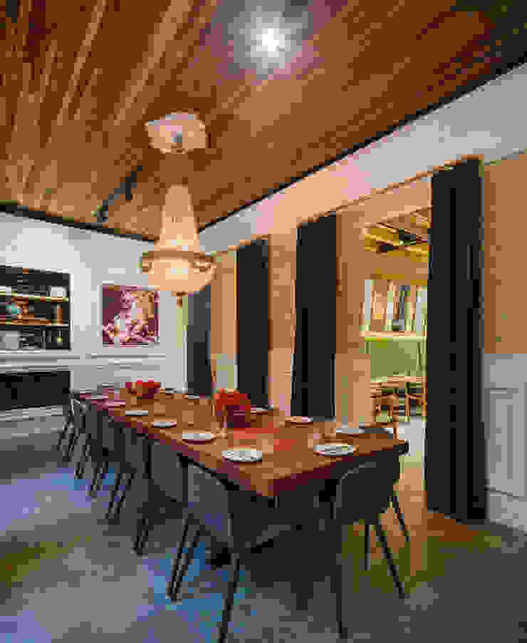Persevera Producciones Ruang Makan Klasik Kayu Wood effect