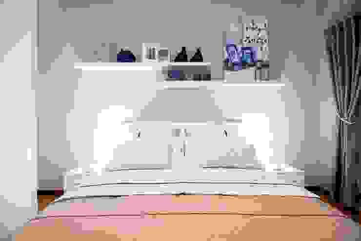 HOME STAGING – UN PUNTO ACCOGLIENZA A POCHI PASSI DAL LAGO di Cosetta Pizzeghello - HOME STAGER AND HOME STYLIST Moderno