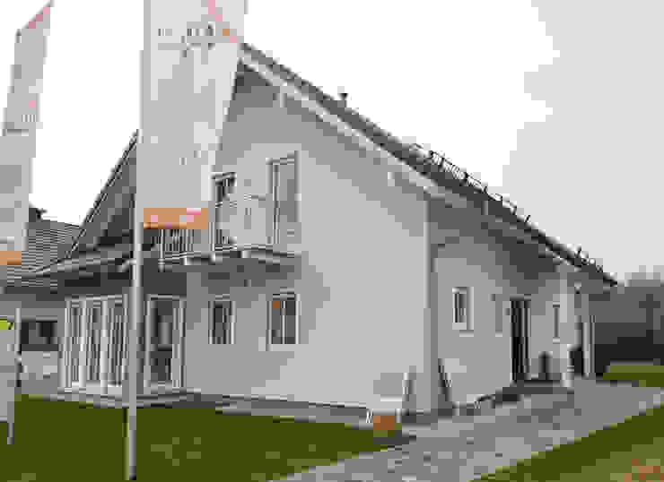 Дома в стиле модерн от Skapetze Lichtmacher Модерн