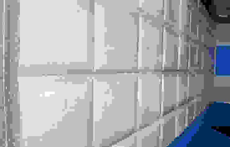 Panel de hormigón con molde de cuadros MODULAR HOME Paredes y suelos de estilo moderno